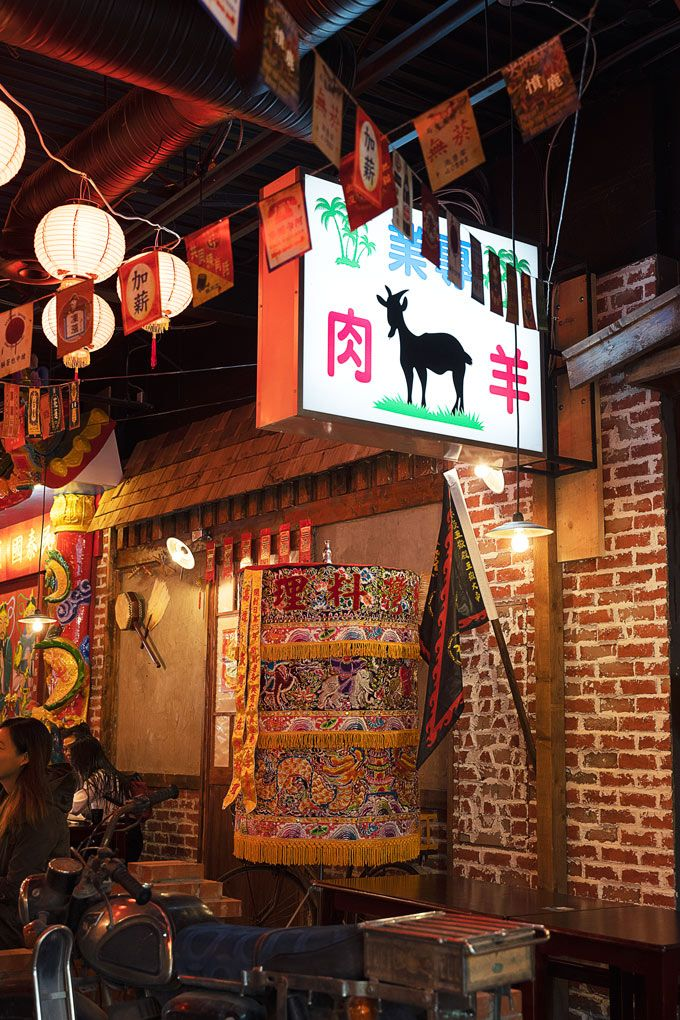 Memory-Corner-Best-Taiwanese-Restaurant-Metro-Vancouver-New-Garden-City-Location-neon-lights